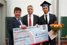 Thomas Steiner (left), technical director at HIGHVOLT Prüftechnik Dresden GmbH, and Professor Ronald Tetzlaff (centre), dean of the Faculty of Electrical and Computer Engineering at TU Dresden, congratulate this year's award-winner Robin Weiß.